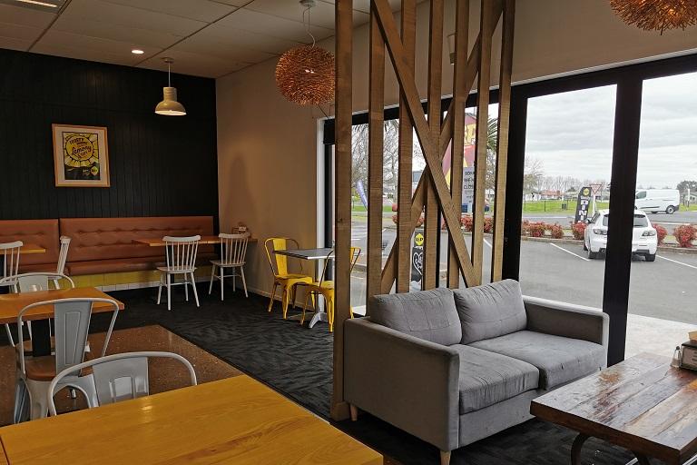Hauraki Rail Trail: L&P Cafe Bar and Brasserie